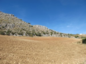 dry pink earth in front of Canete limestone cliff 12-10-13