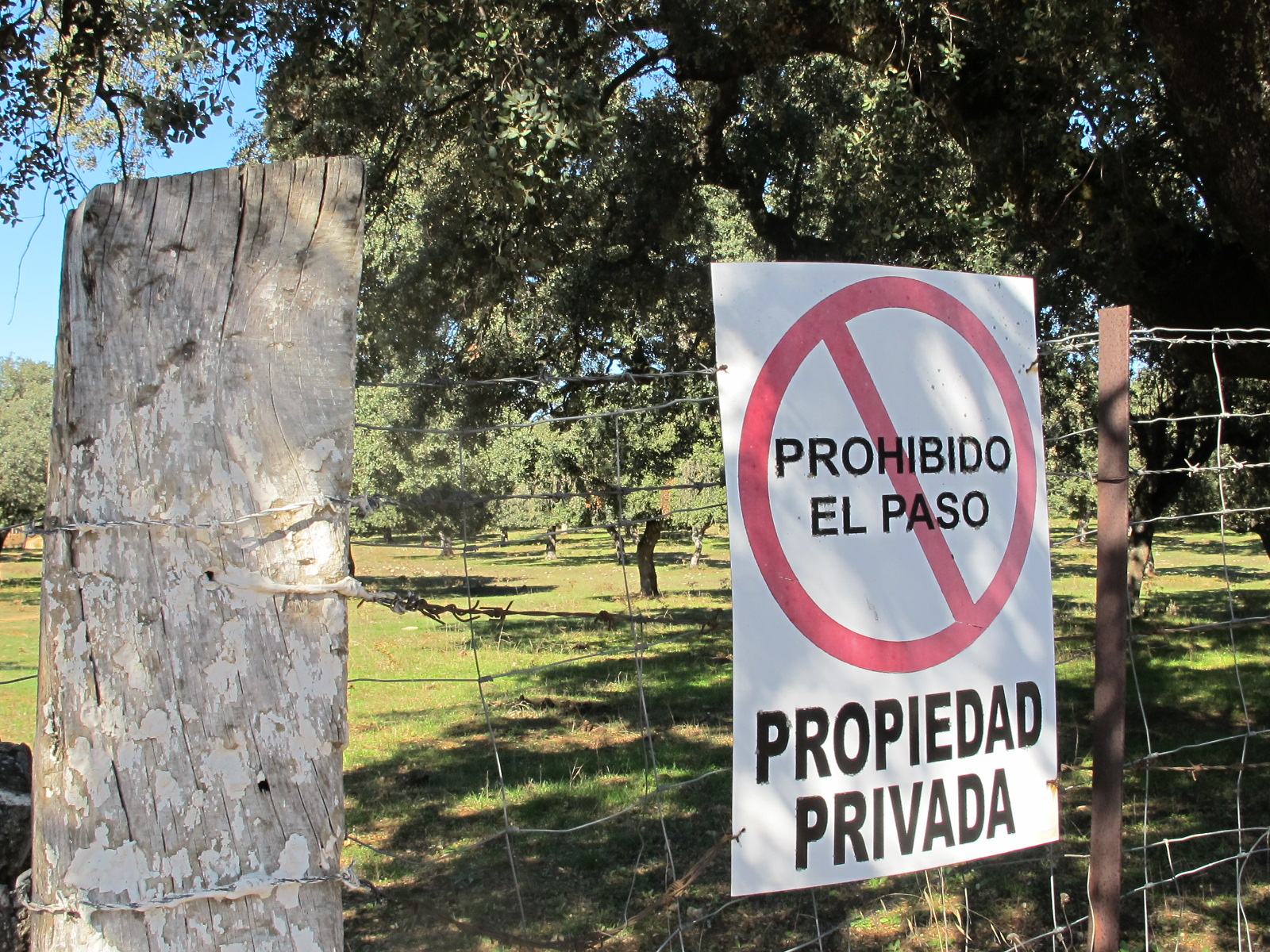 Out about in andalucia notes on a spanish valley - Prohibido el paso ...