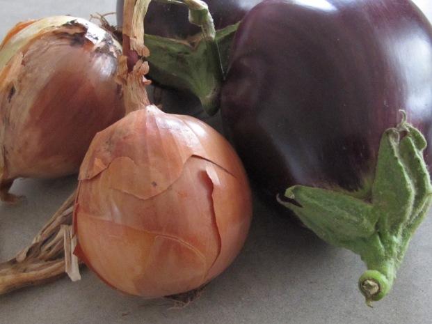 aubergines-onions
