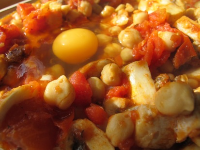 break egg into well - photo @Spanish_Valley