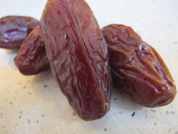 medjool dates - photo @spanish_valley